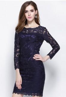 5aeb5a6417 La robe cocktail bleu ajoute une touche de dépaysement et d'originalité