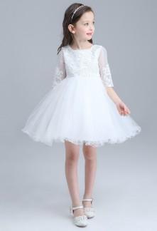 Petite robe enfant avec manches mi-longues