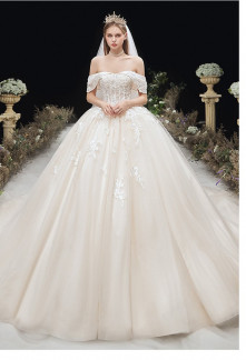 Robe de mariée princesse champagne col bardot