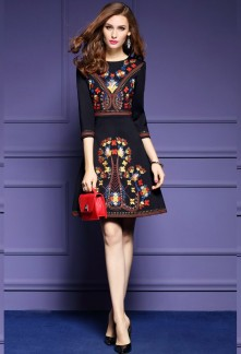 Robe noire broderie de fleurs réf CY7106