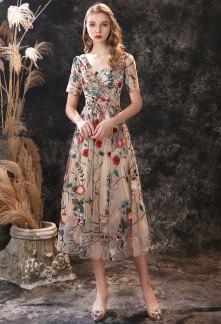 Jolie robe cocktail fleurie avec manches - Réf 559