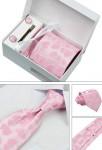 Cravate rose à motif cœur rose