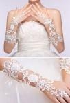 Gants de mariage en dentelle ivoire ornée de strass