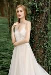 Robe de mariée fluide légère à bretelles