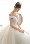 Robe de mariée épaules dénudées