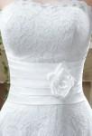 Robe de mariée mi-longue en dentelle - zoom