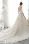 Robe de mariée avec somptueuse traine manches longues