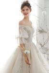 robe de mariée épaules dégagées brillante