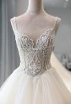 Robe de mariée très joli bustier brodé