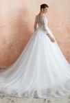 Robe de mariée en dentelle et tulle avec traîne