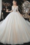 Robe de mariée champagne manches mi-longues coupe princesse