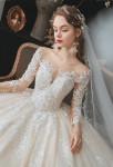 Robe de mariée princesse champagne manches agrémenté de dentelle strass