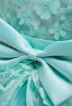 Robe de cortège enfant cascade - zoom pétales de fleurs