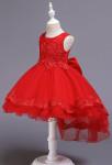 Robe de cortège enfant rouge asymétrique détail