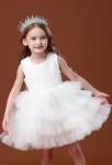 Jolie robe enfant courte blanche avec tutu