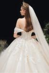 robe de mariée glamour col bardot champagne