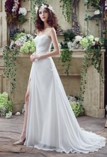 Robe de mariée simple avec bustier drapé réf SQ251 - sur demande